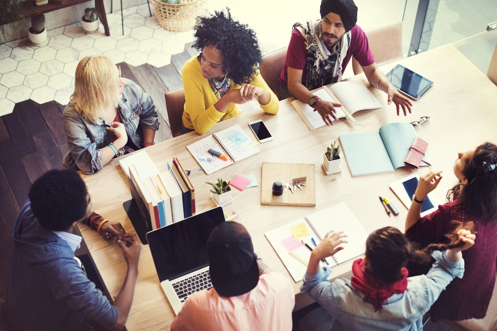 How does the introvert/extrovert dynamic work within teams?